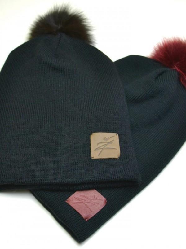 Kepurė su rudu bumbulu