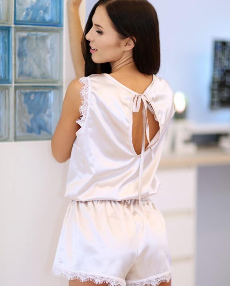 Subtili vientisa pižama - kombinezonas su prabangiais nėrinuka