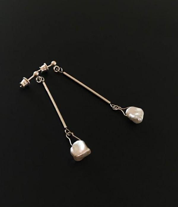 """Sidabriniai (925) auskarai su upiniais perlais """"Žiedlapiai"""""""