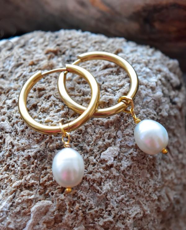 Aukso spalvos auskarai -  hoopsai sui perlliukais