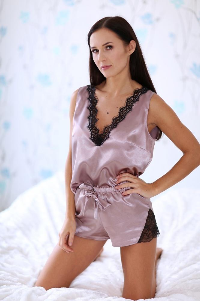 Rafinuota seksuali moteriška pižama su prabangiais nėrinukais