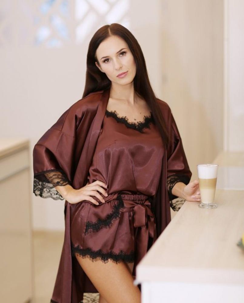Seksuali ruda moteriška pižama su prabangiais juodais nėrinukais